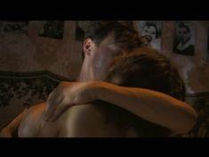 Катерина Шпица оголила грудь и попу в сериале «У каждого своя война» фото #9