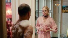 Красотка Анастасия Акатова засветила грудь в сериале «Физрук» фото #7