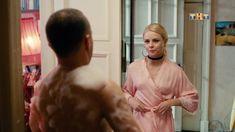 Красотка Анастасия Акатова засветила грудь в сериале «Физрук» фото #8