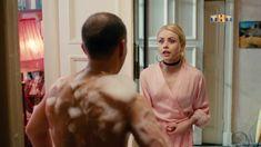 Красотка Анастасия Акатова засветила грудь в сериале «Физрук» фото #9