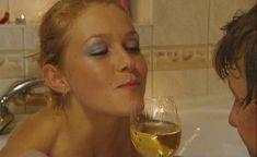Эльвира Болгова оголила попу в сериале «Холостяки» фото #8