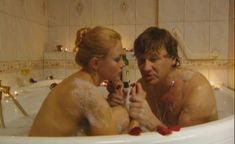 Эльвира Болгова оголила попу в сериале «Холостяки» фото #9