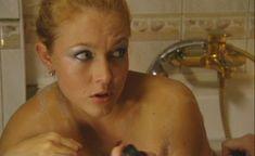 Эльвира Болгова оголила попу в сериале «Холостяки» фото #13