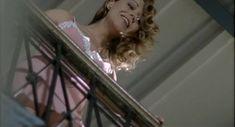 Наталья Круглова оголила попу в фильме «Час пик» фото #33