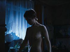 Полностью голая Ольга Тумайкина в фильме «Яды, или Всемирная история отравлений» фото #5