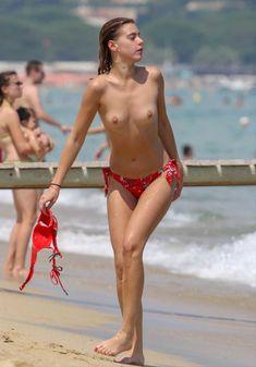 Голая грудь Бланки Бланко на пляже фото #3