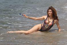 Горячая Бланка Бланко засвветила сосок на пляже Малибу фото #9