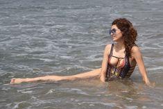 Горячая Бланка Бланко засвветила сосок на пляже Малибу фото #12