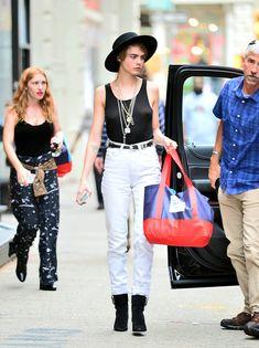 Малышка Кара Делевинь без лифчика занимается шоппингом в Нью-Йорке фото #1