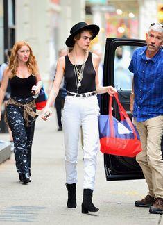 Малышка Кара Делевинь без лифчика занимается шоппингом в Нью-Йорке фото #3