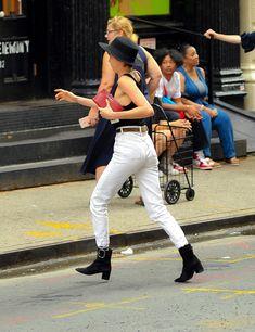 Малышка Кара Делевинь без лифчика занимается шоппингом в Нью-Йорке фото #6