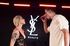 Красотка Холзи засветила сиськи в прозрачном наряде на YSL Beauty Festival фото #10