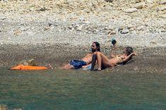 Красотка Хайди Клум топлесс на пляже в Италии фото #2