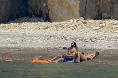 Красотка Хайди Клум топлесс на пляже в Италии фото #6