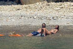 Красотка Хайди Клум топлесс на пляже в Италии фото #7