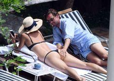 Сладкая попка Марии Шараповой в бикини на отдыхе в Италии фото #2