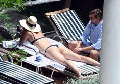 Сладкая попка Марии Шараповой в бикини на отдыхе в Италии фото #3