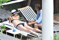Сладкая попка Марии Шараповой в бикини на отдыхе в Италии фото #5