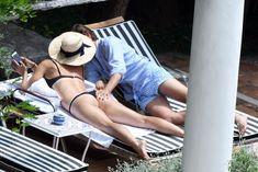 Сладкая попка Марии Шараповой в бикини на отдыхе в Италии фото #7