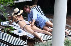 Сладкая попка Марии Шараповой в бикини на отдыхе в Италии фото #10