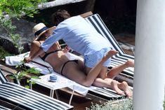 Сладкая попка Марии Шараповой в бикини на отдыхе в Италии фото #14