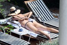 Сладкая попка Марии Шараповой в бикини на отдыхе в Италии фото #17