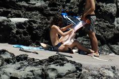 Красотка Кира Найтли топлесс на пляже в Италии фото #4