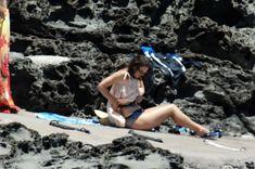 Красотка Кира Найтли топлесс на пляже в Италии фото #6