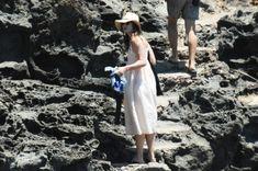 Красотка Кира Найтли топлесс на пляже в Италии фото #11