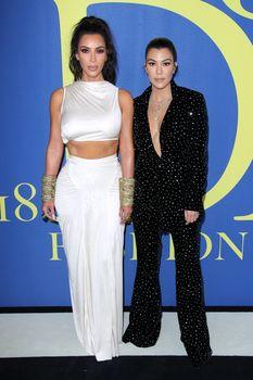 Безумно сексуальная Ким Кардашьян без лифчика на CFDA Fashion Awards фото #6