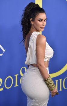 Безумно сексуальная Ким Кардашьян без лифчика на CFDA Fashion Awards фото #13