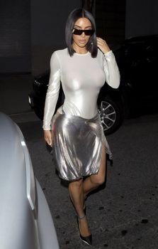 Пышногрудая Ким Кардашьян без лифчика на свидании фото #2