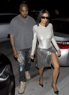 Пышногрудая Ким Кардашьян без лифчика на свидании фото #4