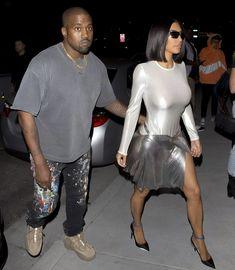 Пышногрудая Ким Кардашьян без лифчика на свидании фото #6
