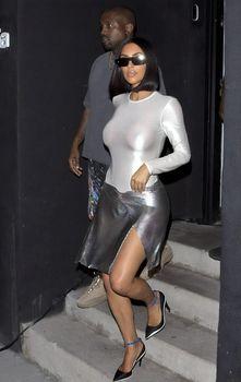Пышногрудая Ким Кардашьян без лифчика на свидании фото #9