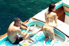 Аппетитная попка Кортни Кардашян в сексуальном бикини на лодочной прогулке в Италии фото #12