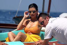 Аппетитная попка Кортни Кардашян в сексуальном бикини на лодочной прогулке в Италии фото #20