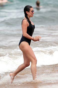 Красотка Лиа Мишель  в сексуальном купальнике на Гавайях фото #6