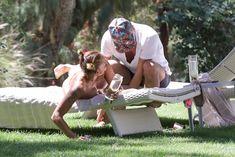 Красотка Мелани Браун топлесс в Калифорнии фото #10