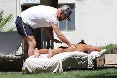 Красотка Мелани Браун топлесс в Калифорнии фото #11