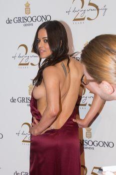 Горячая Мишель Родригес засветила сиськи на вечеринке фото #3