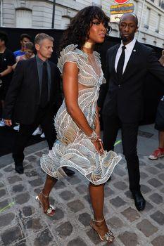 Горячая Наоми Кэмпбелл в прозрачном наряде на вечеринке Vogue в Париже фото #4