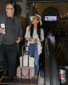 Красотка Николь Шерзингер засветила соски сквозь топ в аэропорту Лос-Анджелеса фото #9