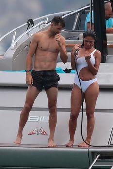 Красотка Николь Шерзингер в сексуальном бикини на Сен-Тропе фото #5