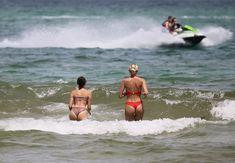 Красотка Оливия Калпо в сексуальном бикини на пляже Майами фото #6