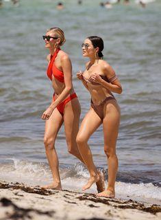 Красотка Оливия Калпо в сексуальном бикини на пляже Майами фото #15