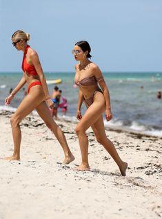 Красотка Оливия Калпо в сексуальном бикини на пляже Майами фото #16
