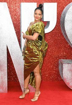 Красотка Рианна засветила грудь на премьере Oceans 8 в Лондоне фото #4