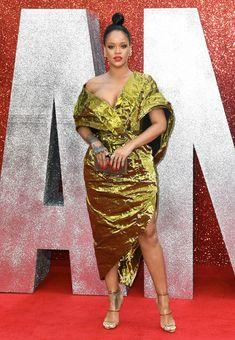 Красотка Рианна засветила грудь на премьере Oceans 8 в Лондоне фото #7