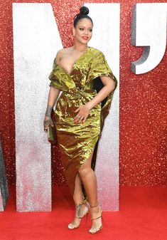 Красотка Рианна засветила грудь на премьере Oceans 8 в Лондоне фото #8
